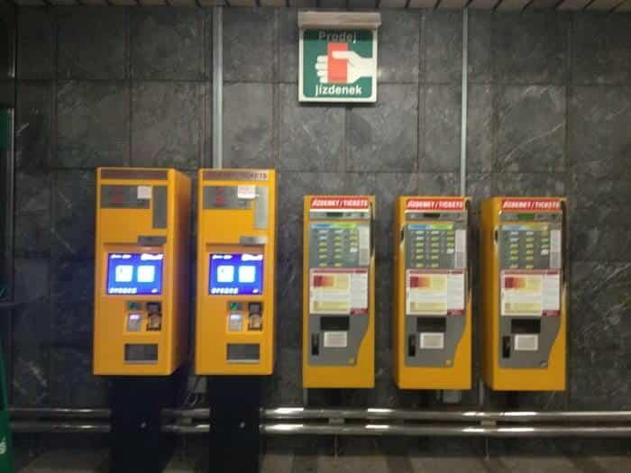 プラハ市交通局の券売機(新旧)